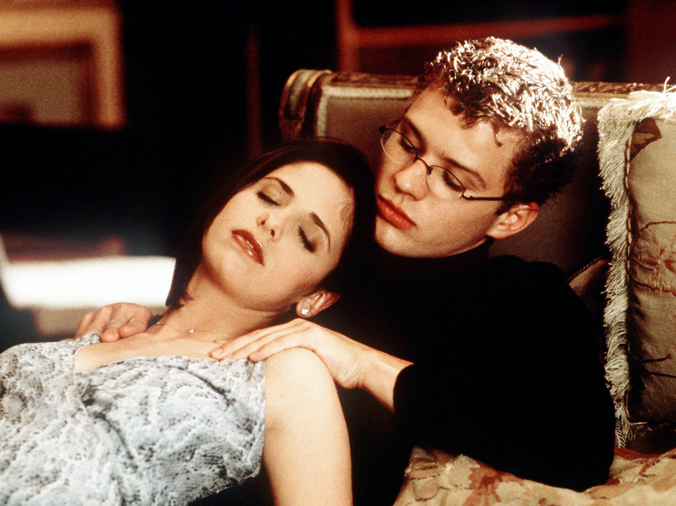 Sarah Michelle Gellar and Ryan Phillippe play sex-obsessed step siblings in 'Cruel Intentions'