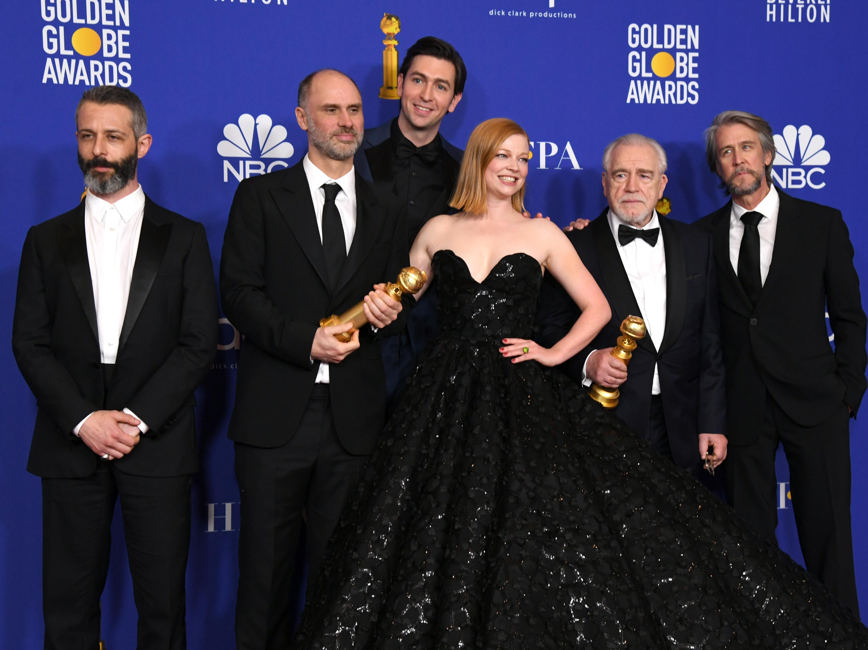 Armstrong (thứ 2 bên trái) với dàn diễn viên 'Người kế vị' của HBO